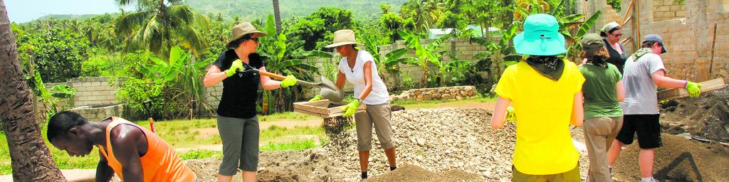 group of volunteers working outside in nicaragua